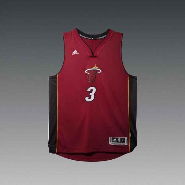 НБА и Adidas представили Рождественскую форму