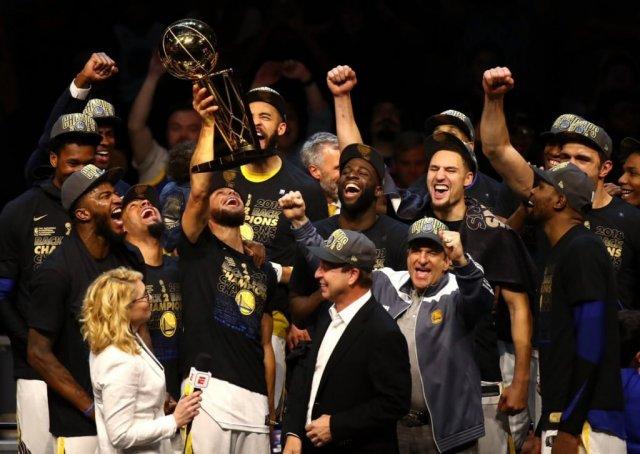 «Голден Стэйт» – чемпион, Леброн жалуется на сломанную руку. В финале НБА его вынесли