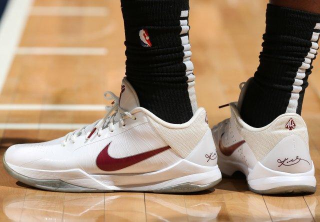 Montrezl Harrell: Nike Zoom Kobe V