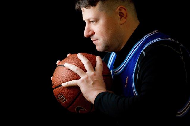 «В НБА я сталкивался с черным расизмом».  Станислав Медведенко - о начале карьеры, «Лейкерс» и НБА