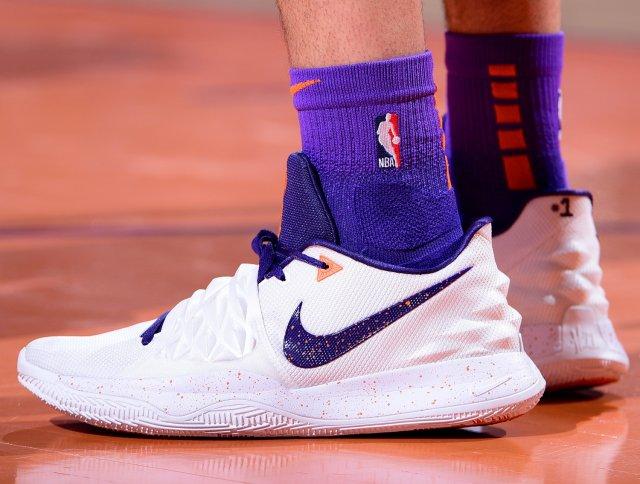 Devin Booker: Nike Kyrie Low