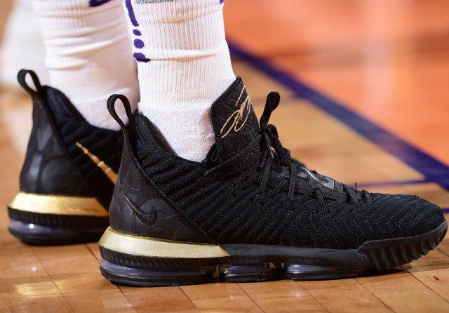 Elie Okobo: Nike LeBron 16