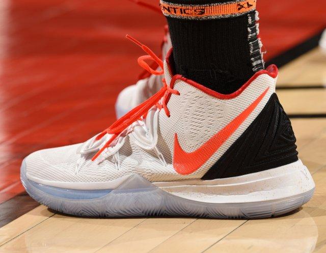 Kelly Olynyk: Nike Kyrie 5