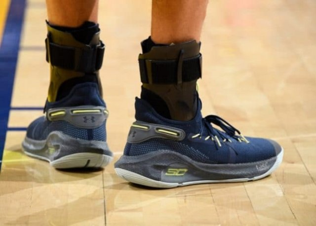 Stephen Curry: Under Armour Curry 6