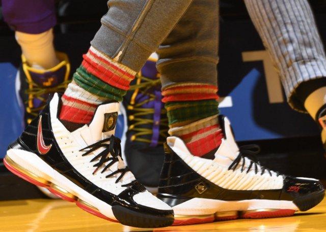 Топ 10 расцветок Nike LeBron 16
