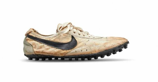 Коллекционер купил кроссовки Nike за $437 500