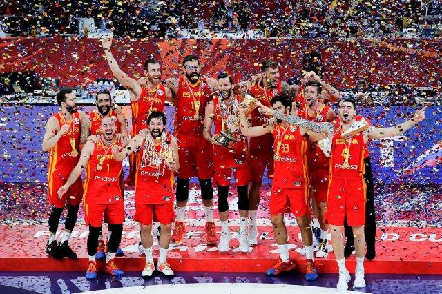 Победа испанцев, провал сборной США и лучшего игрока НБА. В Китае завершился Кубок мира